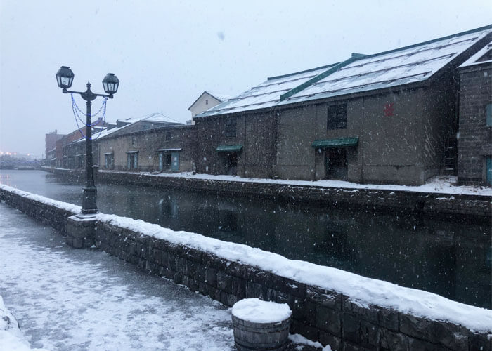 Snow falling at the Otaru canal.