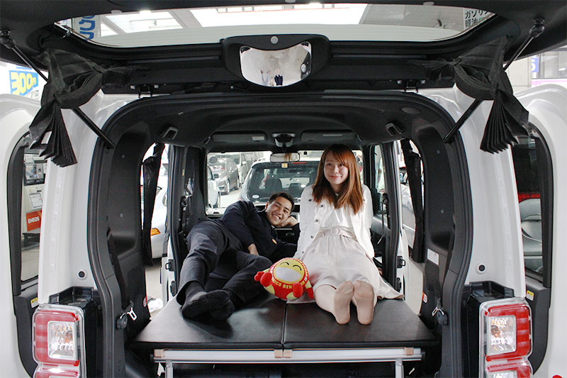 NICONICO Rent a Car Mini Camp Car with two young adults.